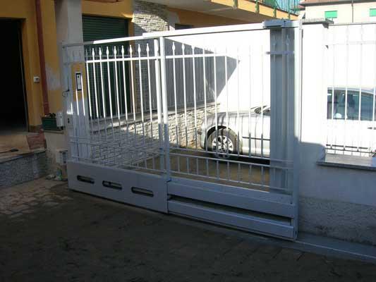 Cancelli automazioni scale balconi arredi allestimenti for Cancello scorrevole monoblocco